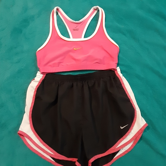 Nike 2pc women active were outfit